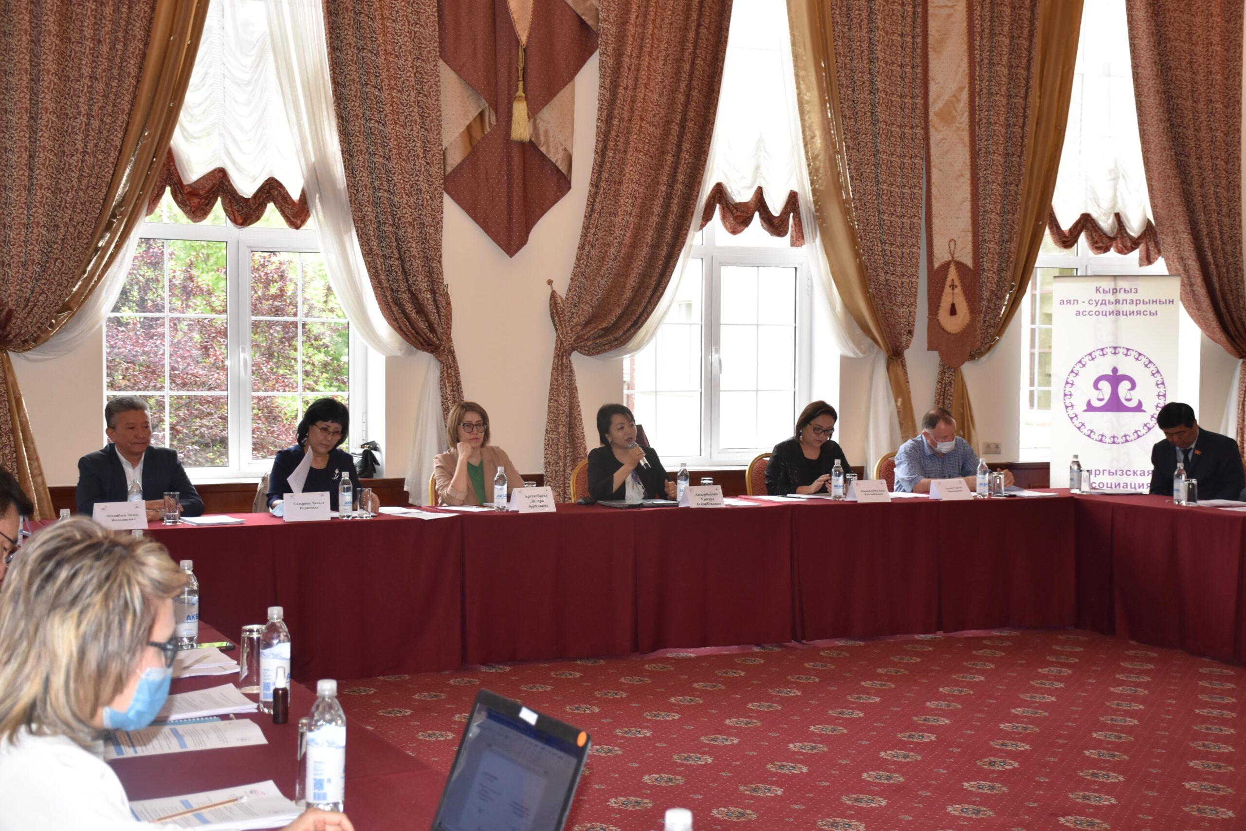Круглый стол по обсуждению законопроектов «О Конституционном суде Кыргызской Республики» и «О статусе судей»